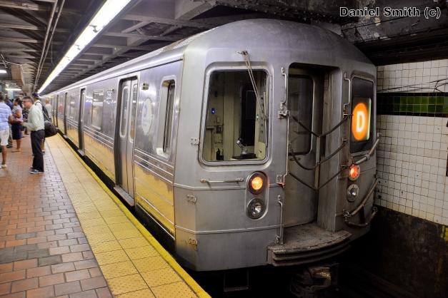 R68 D Train At 125th Street (Local Tracks)