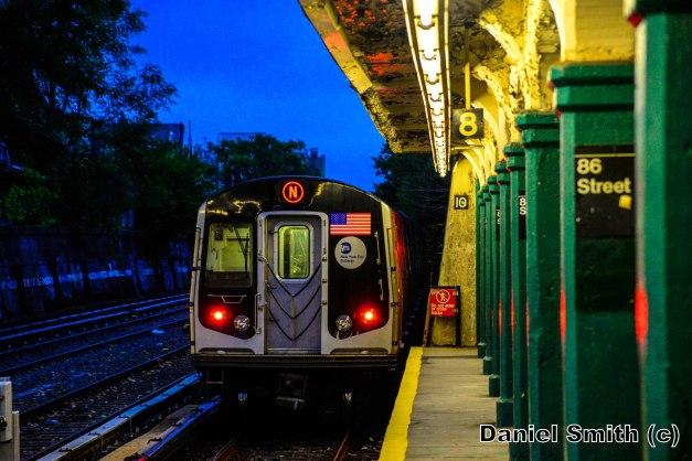 R160 N Train Leaves 86th Street (Dawn)