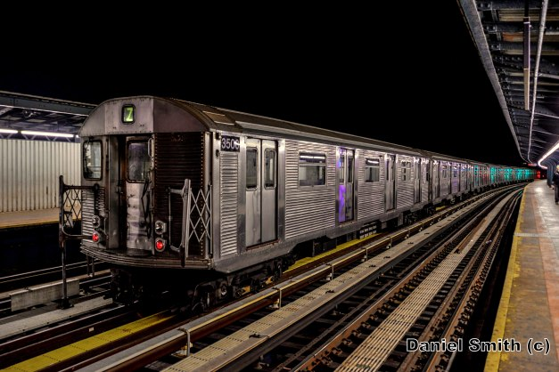 R32 Z Train at 111th Street Layup