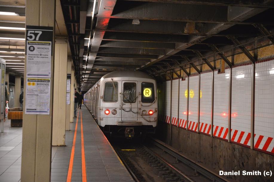R46 R Train At 57th Street 7th Avenue