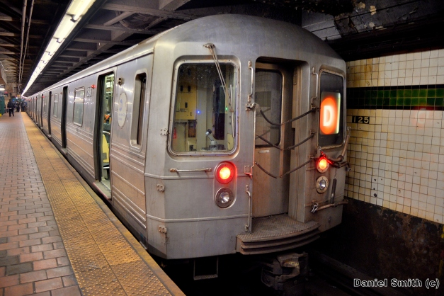 R68 (D) Train At West 125th Street