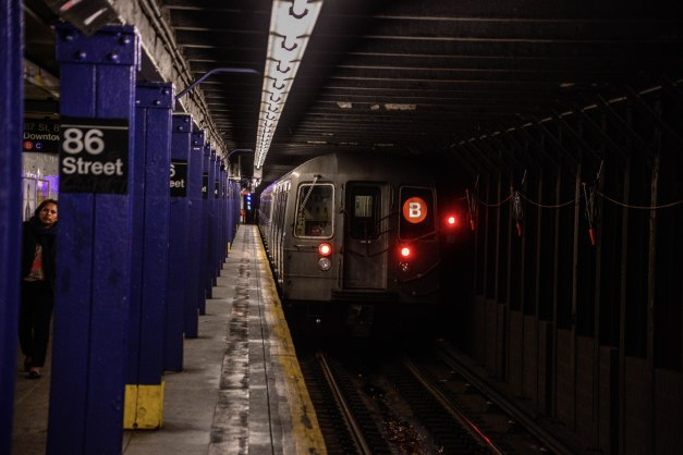 R68 B Train Leaves 86th Street