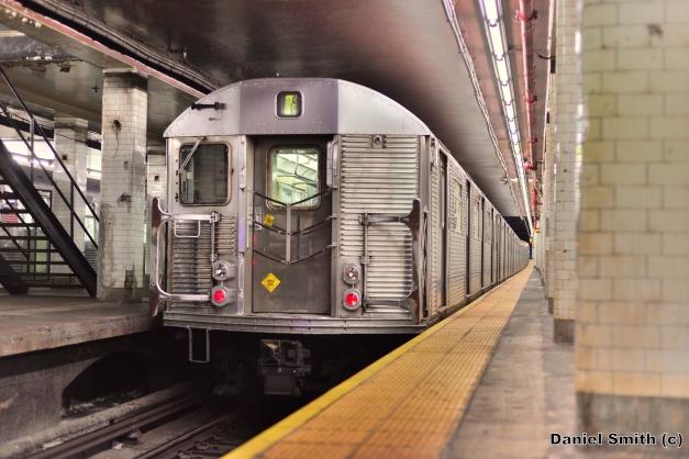 R32 J Train At Chambers Street