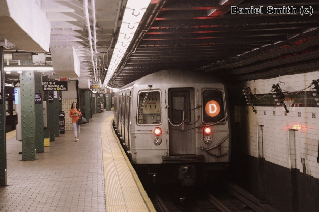 R68 (D) Train Leaves 125th Street (Local)